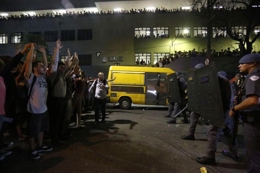 Manifestação na PUC na segunda, dia 21 de março. Futura Press-Folhapress