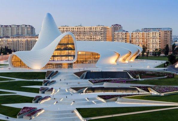 Centro Cultural Heydar Aliyev, construído em Baku (Azerbaijão).