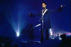 Um momento do show de Prince em Minneapolis (Estados Unidos), em 1996.