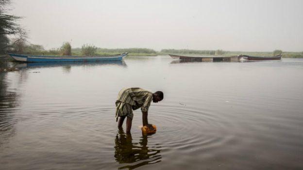 Somente na região do lago Chade (que banha Niger, Camarões, Nigéria e Chade), há mais de 2,7 milhões de deslocados e refugiados